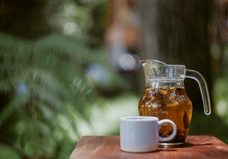 Mariendistel Tee aus getrockneten Blüten und Samen